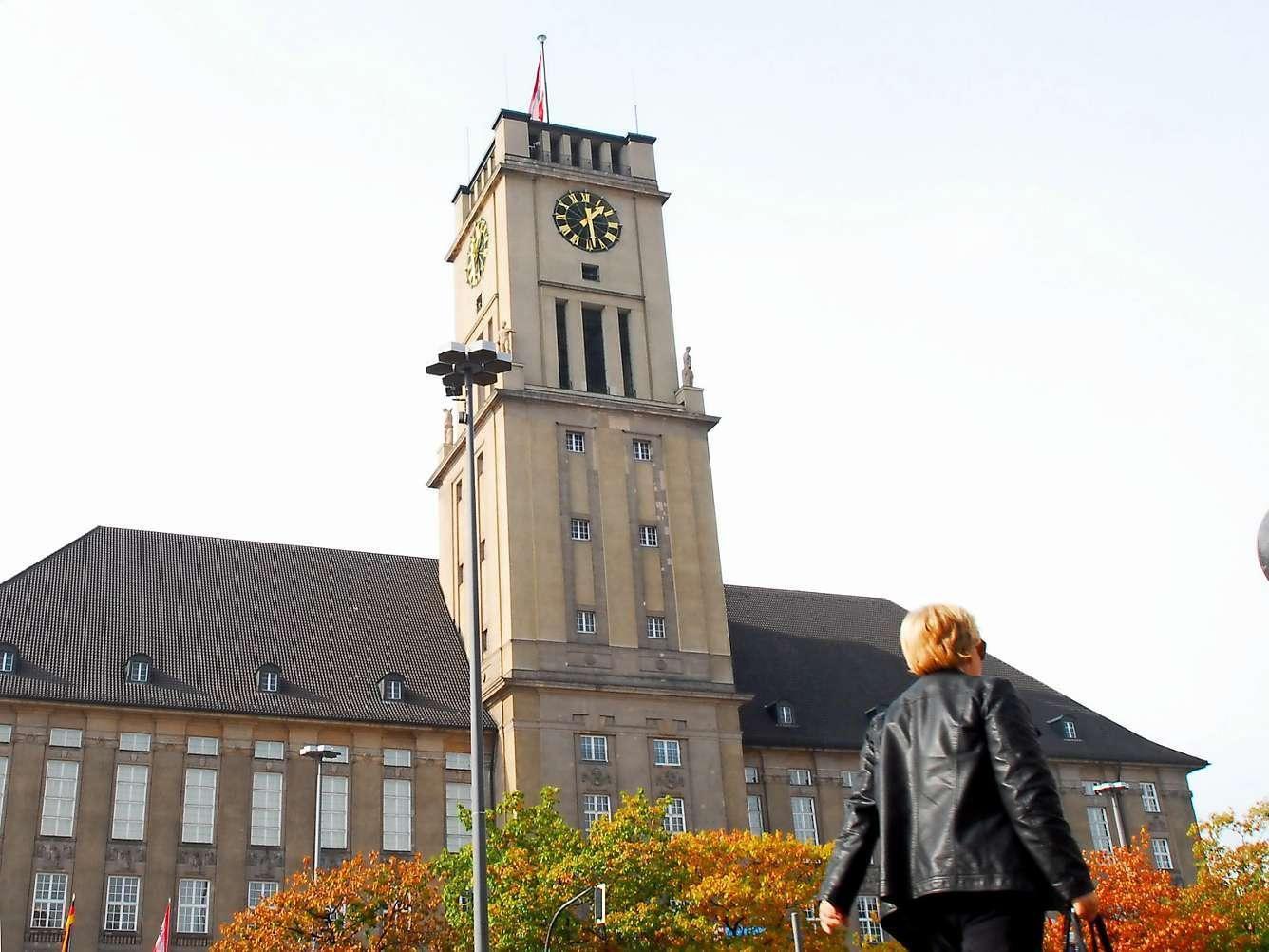 Wahrzeichen mit Glockenturm: Das Rathaus Schöneberg wird 100 Jahre alt.