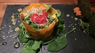 In dieser Lasagne stecken Kürbis, Tomaten, Feldsalat, Sprossen, Pesto und ein Walnusskäse - alles roh, versteht sich!