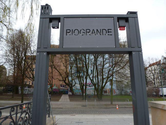 Der Eingang zum Restaurant RioGrande im bunten Kreuzberg