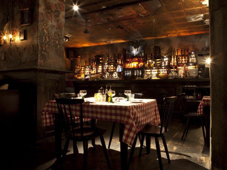 Serviert wird italienisch inspirierte Küche.