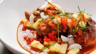 Zum Anbeißen: rotes Curry mit Ente.