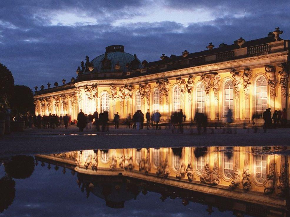 Husch, husch ins Schlösschen. Dieses Jahr werden die Sommernächte im Park Sanssouci besonders lang.