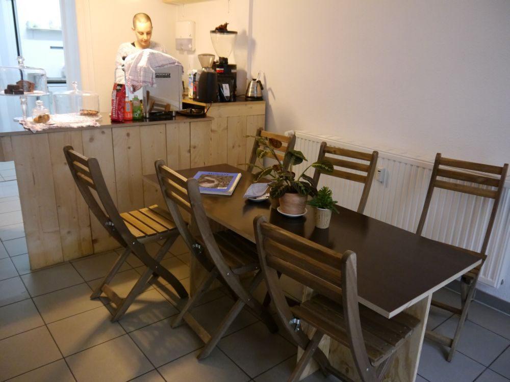 Dass im Café nur ein Tisch steht, ist nicht nur dem Platzmangel geschuldet.