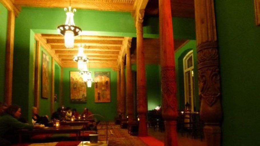 Die neue Tadshikische Teestube sieht der alten zum Verwechseln ähnlich.