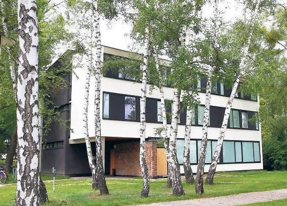 Weiß wie Schnee, schwarz wie Ebenholz: Studentenwohnheim in Schlachtensee
