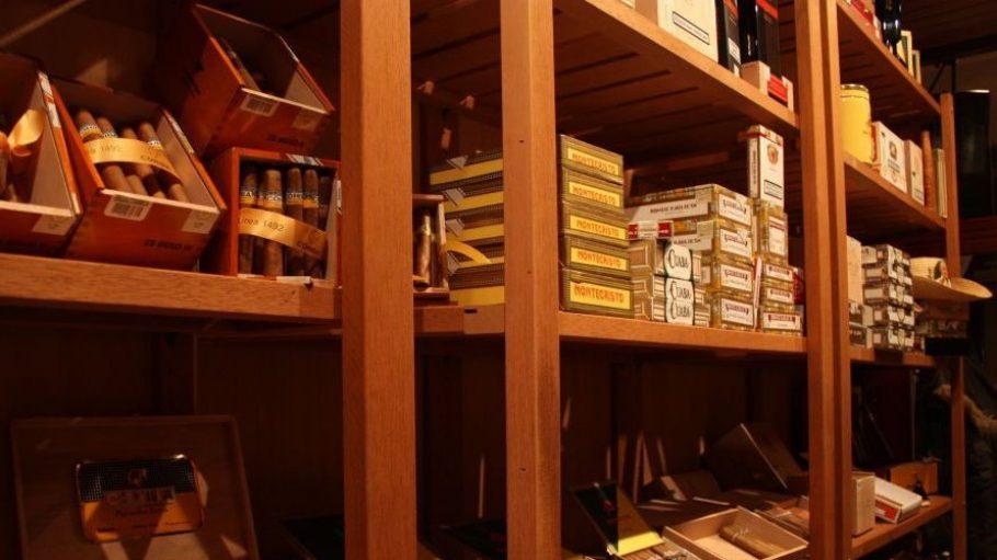 Die Auswahl an feinen handgewickelten Zigarren ist groß.