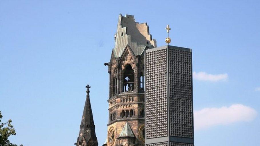 """Bei diesem Dach erklärt sich der Spitzname der Kaiser-Wilhelm-Gedächtniskirche von selbst: """"Hohler Zahn""""."""