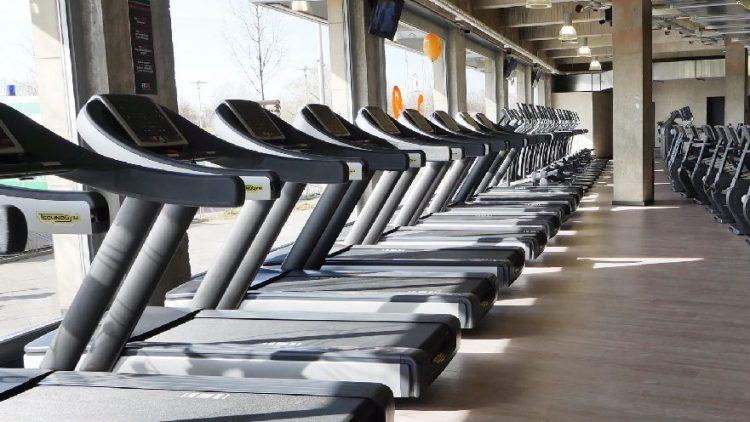FitX Fitnessstudio Berlin-Hellersdorf: Cardiobereich.