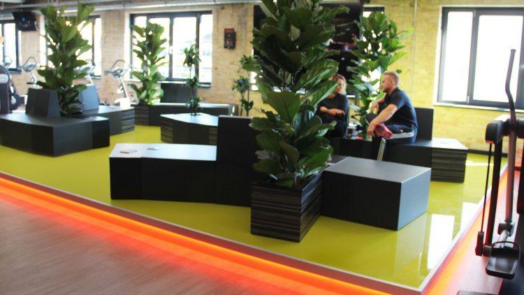 FitX Fitnessstudio Berlin-Südkreuz: Die Lounge.