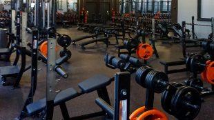 FitX Fitnessstudio Berlin-Tempelhof: Der Freihantelbereich.