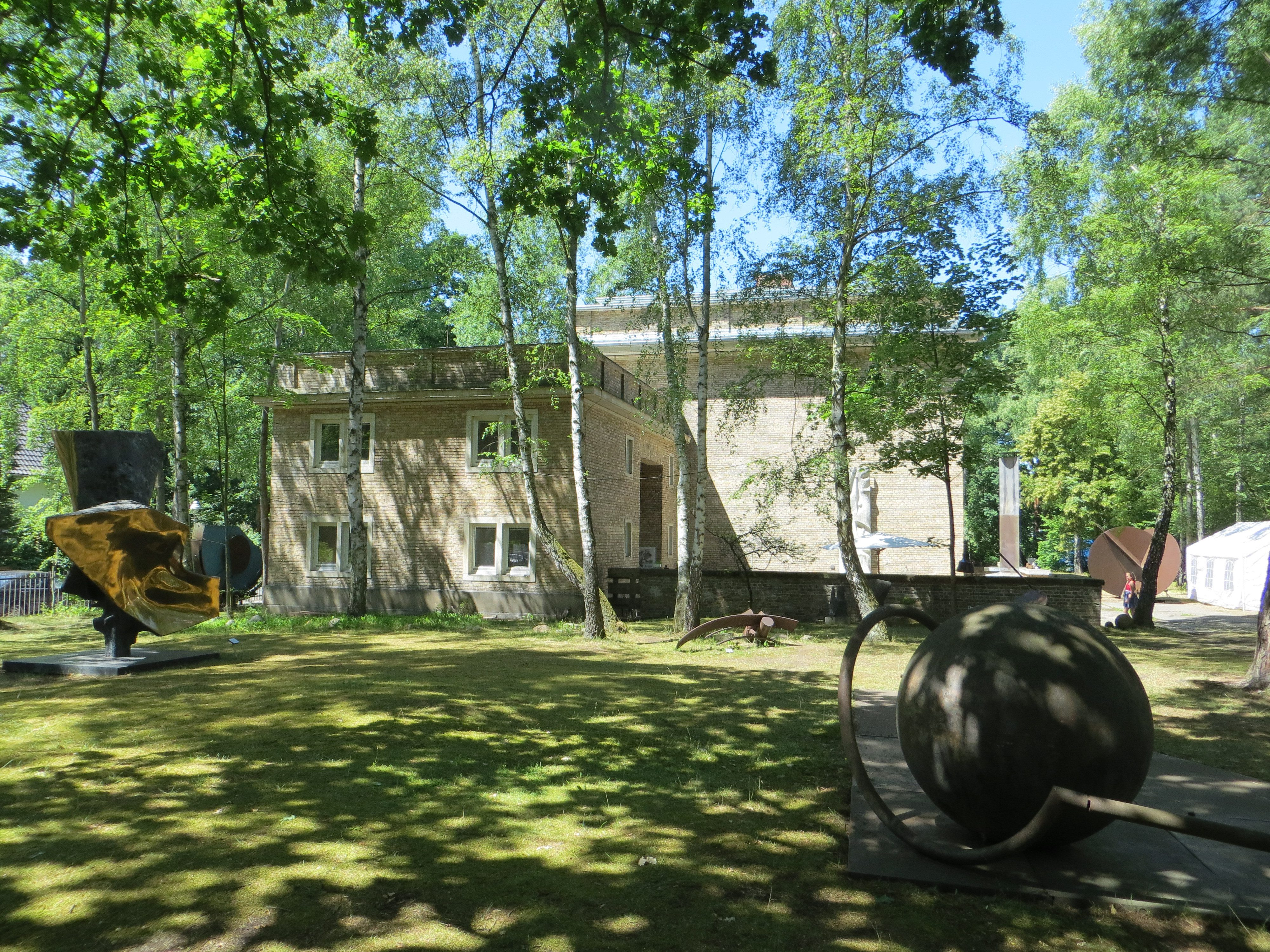 Das Kunsthaus Dahlem mit seinem großen Garten.
