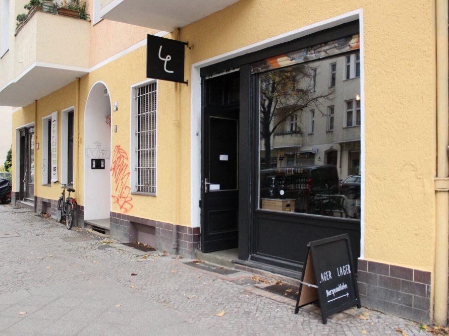 Lager Lager ist Deutschlands erster Shop, in dem man Gowler mit Fassbieren befüllen kann. Er liegt in der Neuköllner Pflügerstraße.
