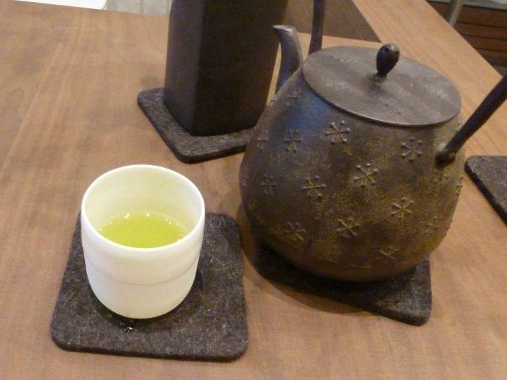 Im Macha-Macha gibt es vor allem grünen Tee.